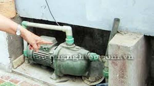 Mua máy bơm nước cũ
